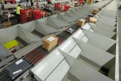 Axiom's sorter processes 8000 packets an hour at B2C Europe